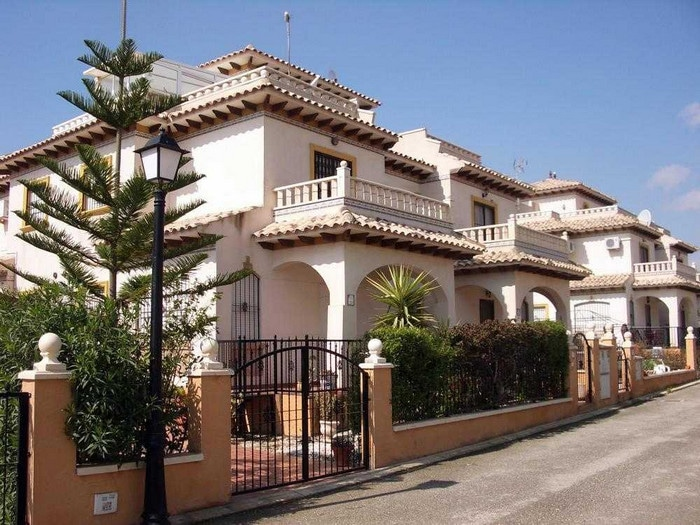 Awesome maison mitoyenne en vente la marina del pi with for Construction maison mitoyenne prix